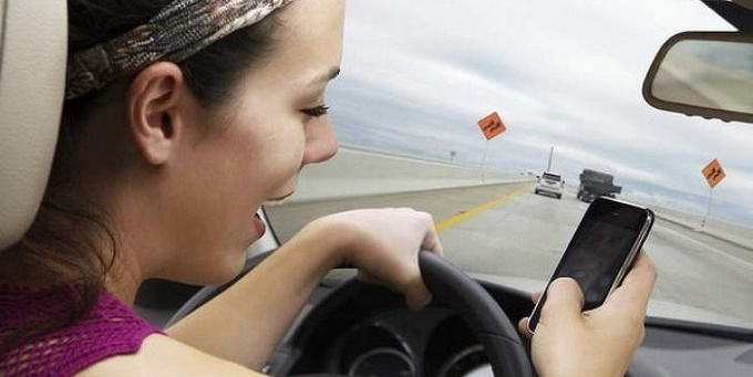 Cellulare alla guida: pioggia di multe con i controlli in borghese