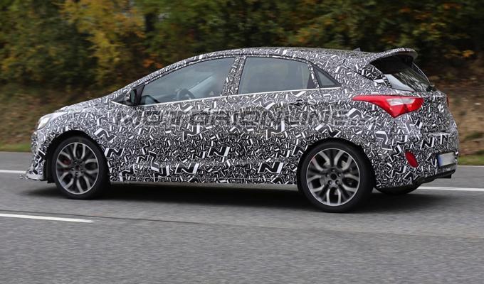 Hyundai i30 N: video spia dedicato al modello test della nuova hatchback sportiva