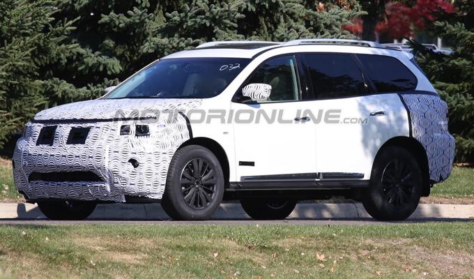 Nissan Pathfinder My 2017 Immortalato Il Modello Di Prova