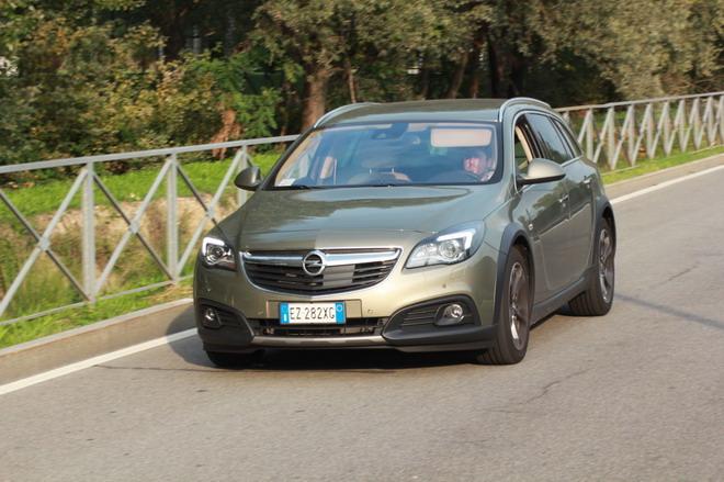 Opel_Insignia_Country_Tourer_prova_su_strada_14