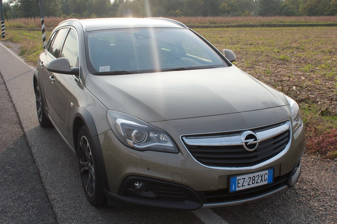 Opel_Insignia_Country_Tourer_prova_su_strada_21