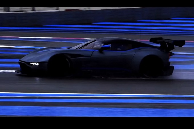 Aston Martin Vulcan: la creazione più intensa di Gaydon scende in pista [VIDEO]