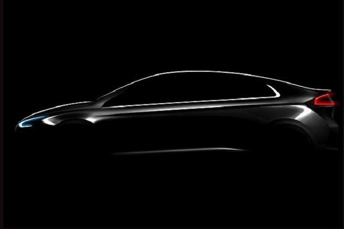 Hyundai IONIQ, nuova berlina ibrida con tre motorizzazioni in una [TEASER]