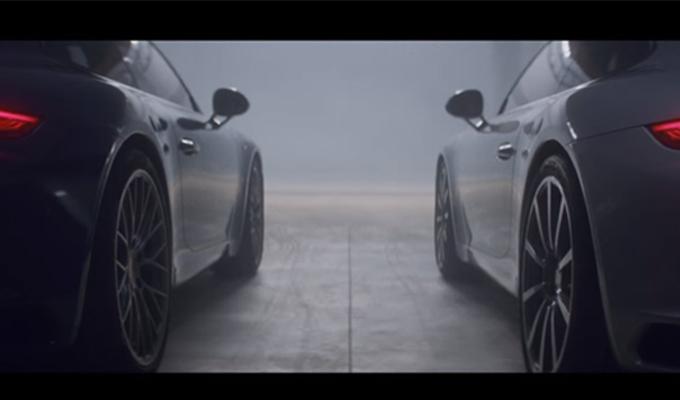 La nuova Porsche 911 sfida la vecchia nell'ultimo spot