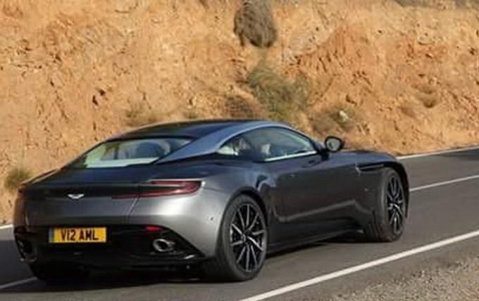 Aston Martin DB11: è lei in questa foto spia o è solo Photoshop?