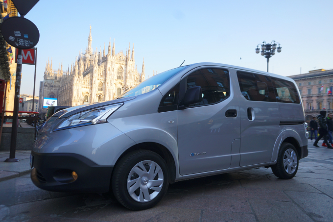 nissan e nv200 evalia l elettrico anche per sette prova su strada. Black Bedroom Furniture Sets. Home Design Ideas