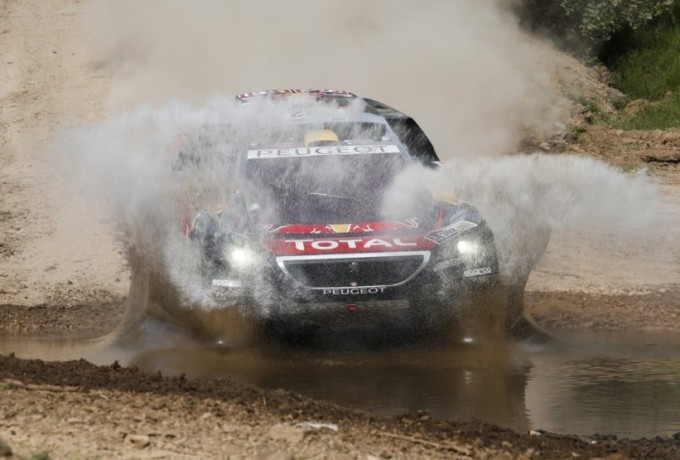 Dakar 2016, Peugeot trionfa anche nella terza tappa [VIDEO]