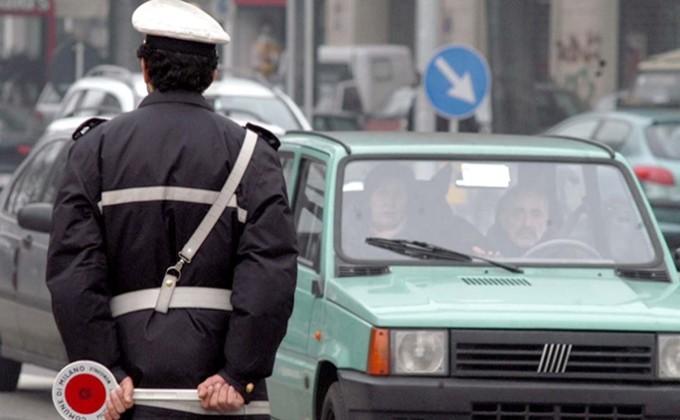 Smog, a Napoli revocato il blocco delle auto: da oggi si circola