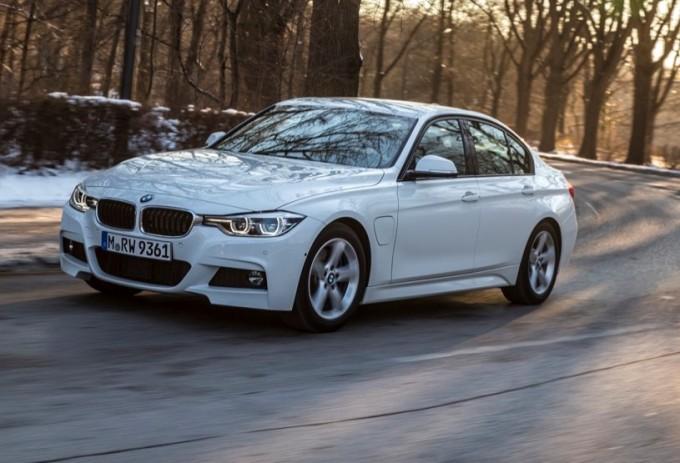 BMW 330e, la Serie 3 amica dell'ambiente col suo sistema ibrido plug-in [VIDEO]