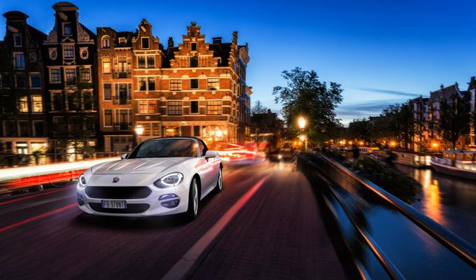 Le Foto Del Nuovo Starbuks Ad Amsterdam : Fiat spider sulle vie di amsterdam sempre puntando