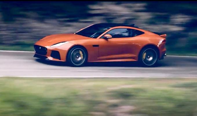 Jaguar F-TYPE SVR: artigliare l'asfalto con velocità [VIDEO]