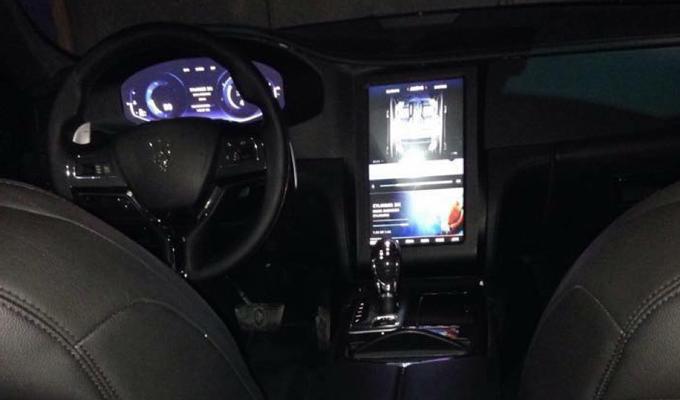 Maserati Levante: una prima occhiata all'abitacolo? [FOTO SPIA]