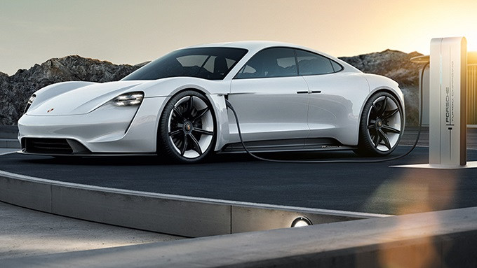 Porsche Mission E, concretizzazione del design del futuro [VIDEO]