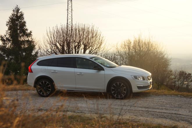 Volvo_V60_Cross_Country_Pss_2016_esterni