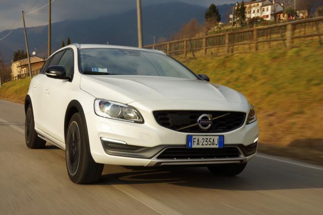 Volvo_V60_Cross_Country_Pss_2016_guida