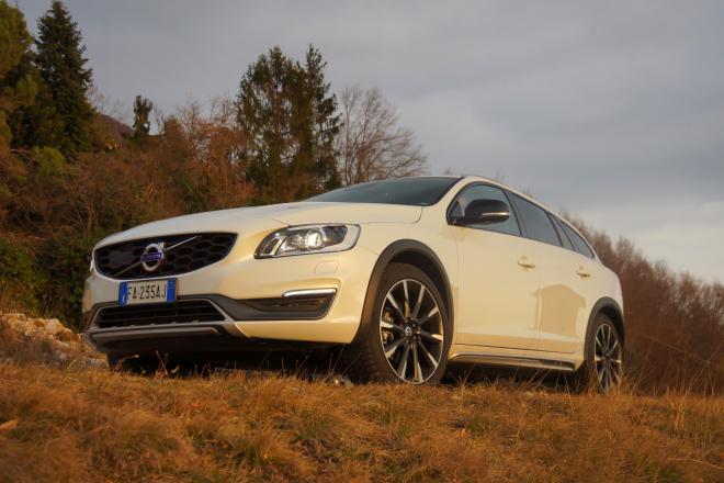 Volvo_V60_Cross_Country_Pss_2016_motore