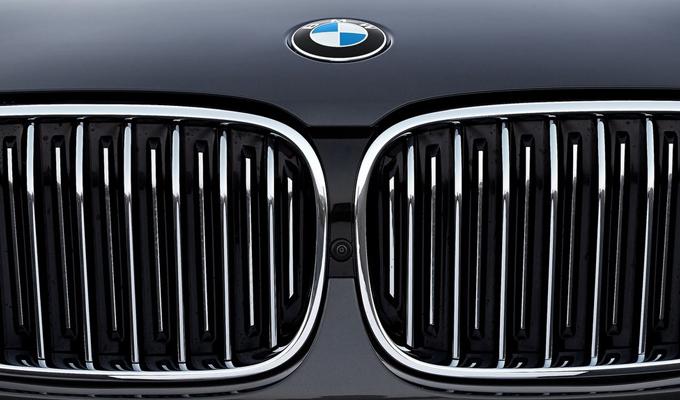 BMW X7: nuove indiscrezioni sull'esclusivo crossover bavarese