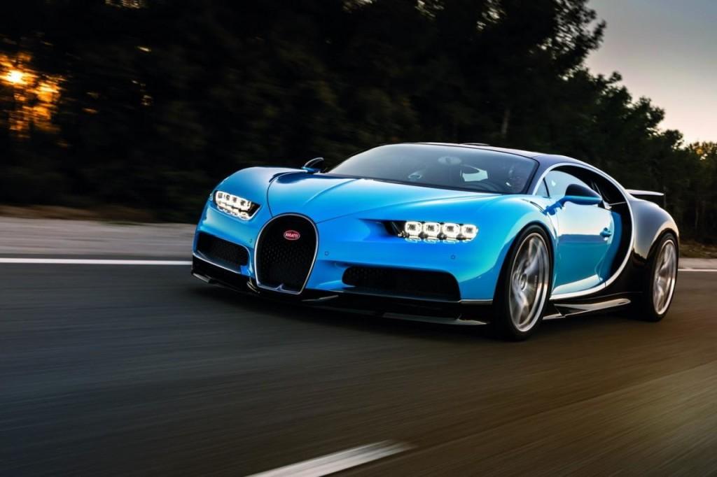 Bugatti Chiron: le prime immagini della supercar che sfreccia in pista [VIDEO]