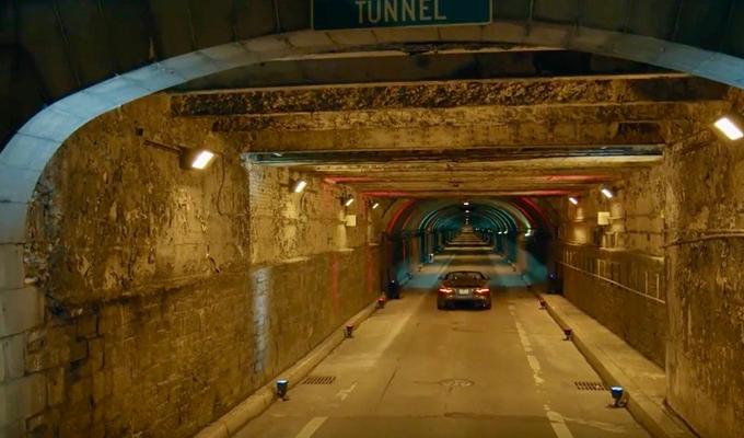 Jaguar F-Type SVR: il Giaguaro sfreccia nel tunnel di Park Avenue a New York [VIDEO]
