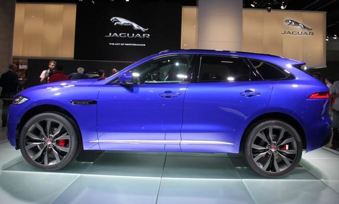 Jaguar F-Pace stella luccicante a Roma nell'esclusiva serata di gala [VIDEO]