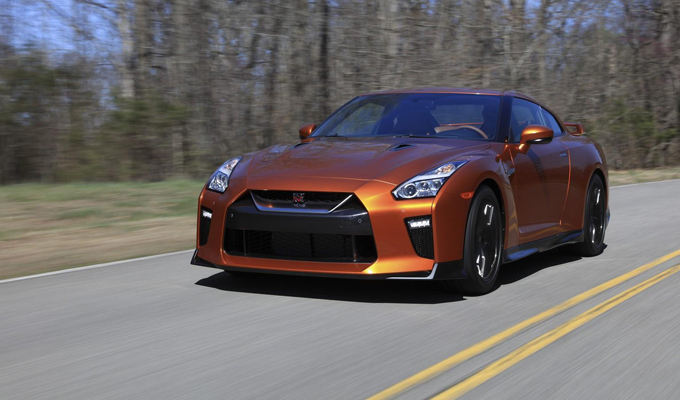 Nissan GT-R MY 2017: performance ridefinite [VIDEO]