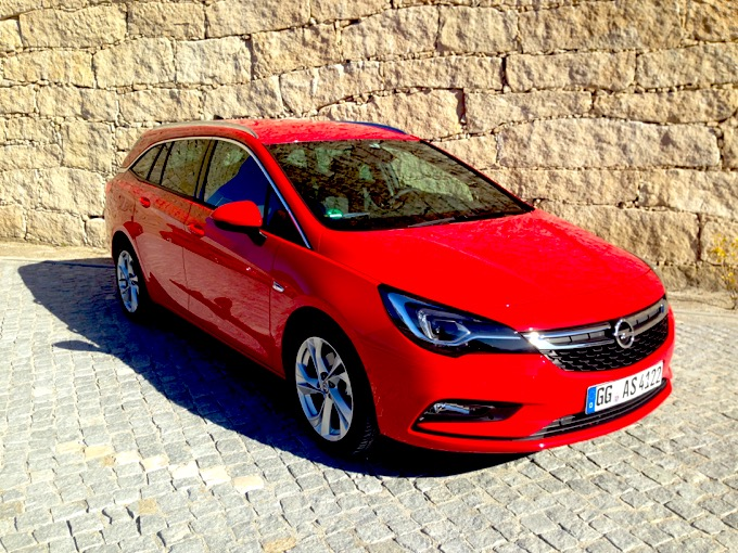 Opel Astra Sports Tourer12