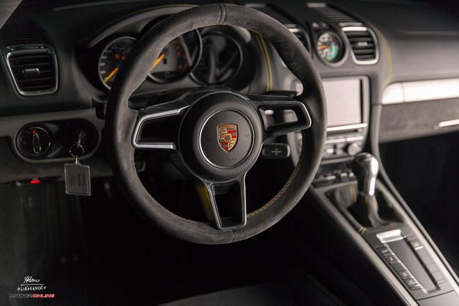 Porsche_Cayman_GT4_Pss_2016_interni