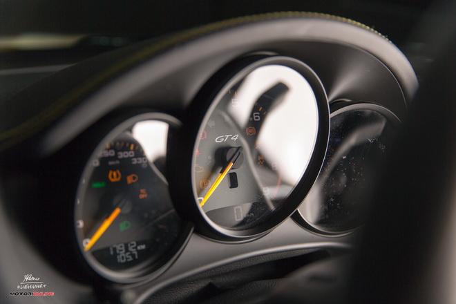 Porsche_Cayman_GT4_Pss_2016_motore