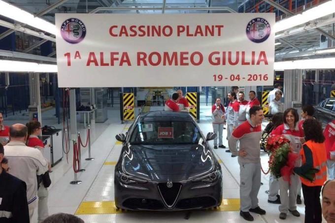 Alfa Romeo Giulia, ci siamo: il primo modello in posa a Cassino