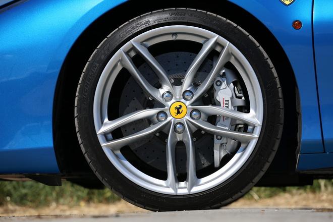 Ferrari_488_Spider_Pss_2016_freni