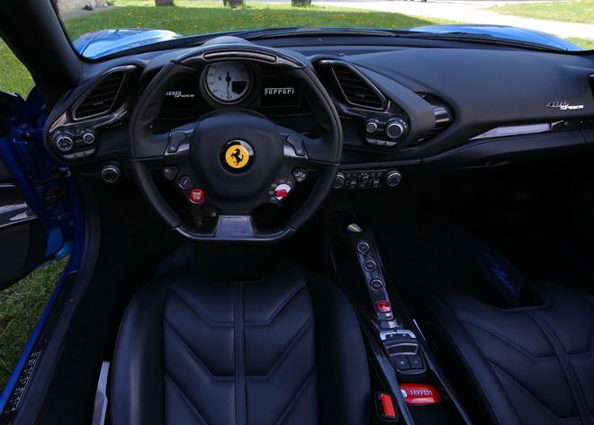 Ferrari_488_Spider_Pss_2016_interni