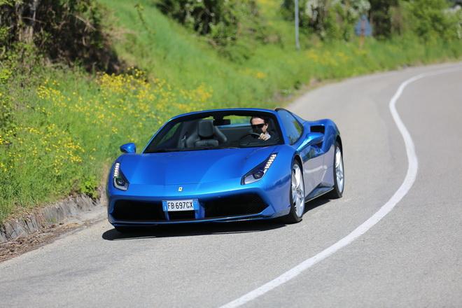 Ferrari_488_Spider_Pss_2016_motore