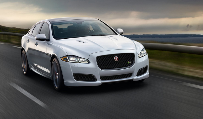 "Jaguar XJ: potenza e suggestioni dall'autostrada Yaxi ""Skyroad"" Expressway [VIDEO]"