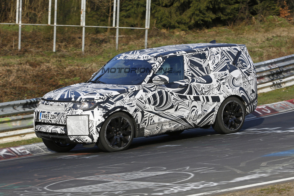 Land Rover Discovery MY 2017 - Foto spia 18-04-2016