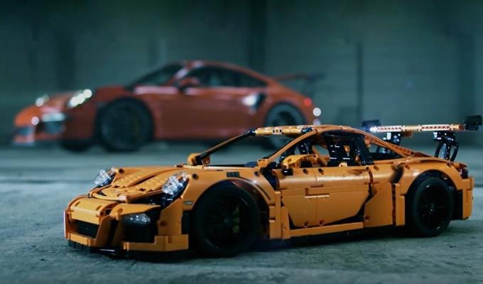 Porsche 911 GT3 RS by LEGO Technic: riassumere un design potente [VIDEO]