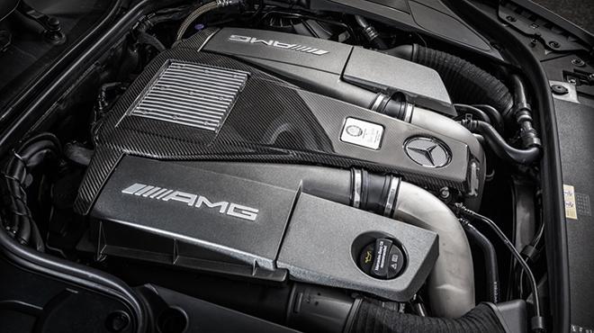 Mercedes-AMG S63 4 MATIC Cabriolet: designo allanite grey magno / AMG designo Exclusive nappa bengal red / black. Mercedes-AMG S63 4 MATIC Cabriolet: designo allanitgrau magno / AMG designo Exclusiv Nappa AMG bengalrot / schwarz Mercedes-AMG S 63 4MATIC Cabriolet Kraftstoffverbrauch kombiniert:  10,4 (l/100 km), CO2-Emissionen kombiniert: 244 (g/km)   Fuel consumption, combined:   10.4 (l/100 km), CO2 emissions, combined:  244 (g/km)