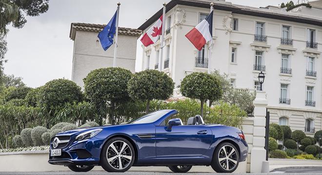 Das neue S-Class Cabriolet und der neue SLC, Côte d'Azur 2016, Mercedes Benz SLC 300, brillantblau metallic, Leder: exclusiv beige <> The new S-Class Cabriolet and the new SLC, Côte d'Azur 2016, Mercedes Benz 300, brillantblue , Leather: Two-tone exclusive nappa platinum white pearl / black