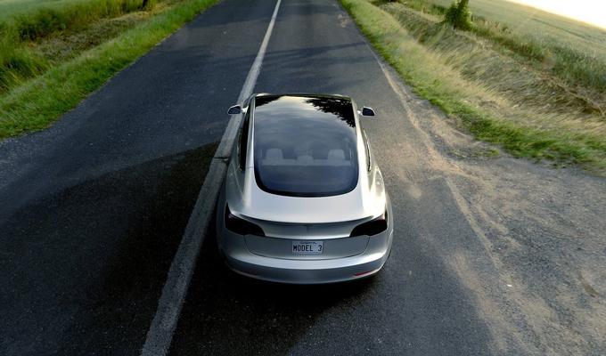 Tesla Model 3: la nuova dimensione dell'elettricità che muove [VIDEO]