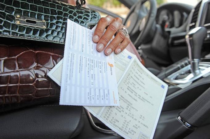 Bollo auto addio con l'aumento delle accise sul carburante, la proposta di legge