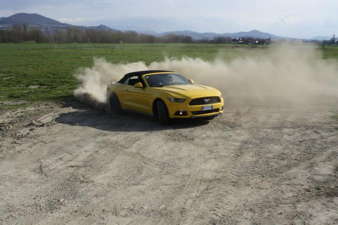 Ford Mustang 2 3 Ecoboost Convertible Finalmente Il Mito Yankee è