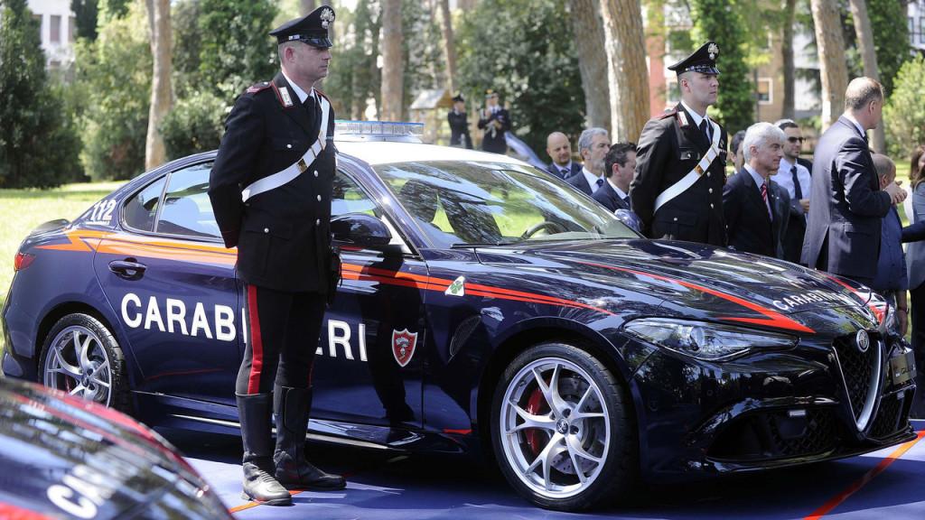 Risultati immagini per foto di carabinieri in divisa