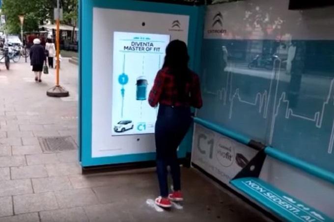 Citroën ti fa fare ginnastica mentre aspetti il tram alla fermata [VIDEO]