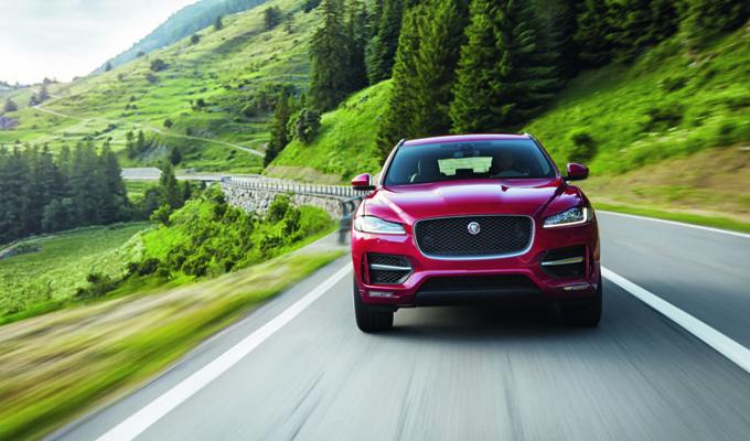 Jaguar F-Pace: altra curiosa sfida che mette in risalto versatilità e potenza [VIDEO]
