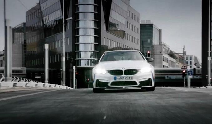 BMW M4 Coupé con parti M Performance: maggior vigore alle performance [VIDEO]