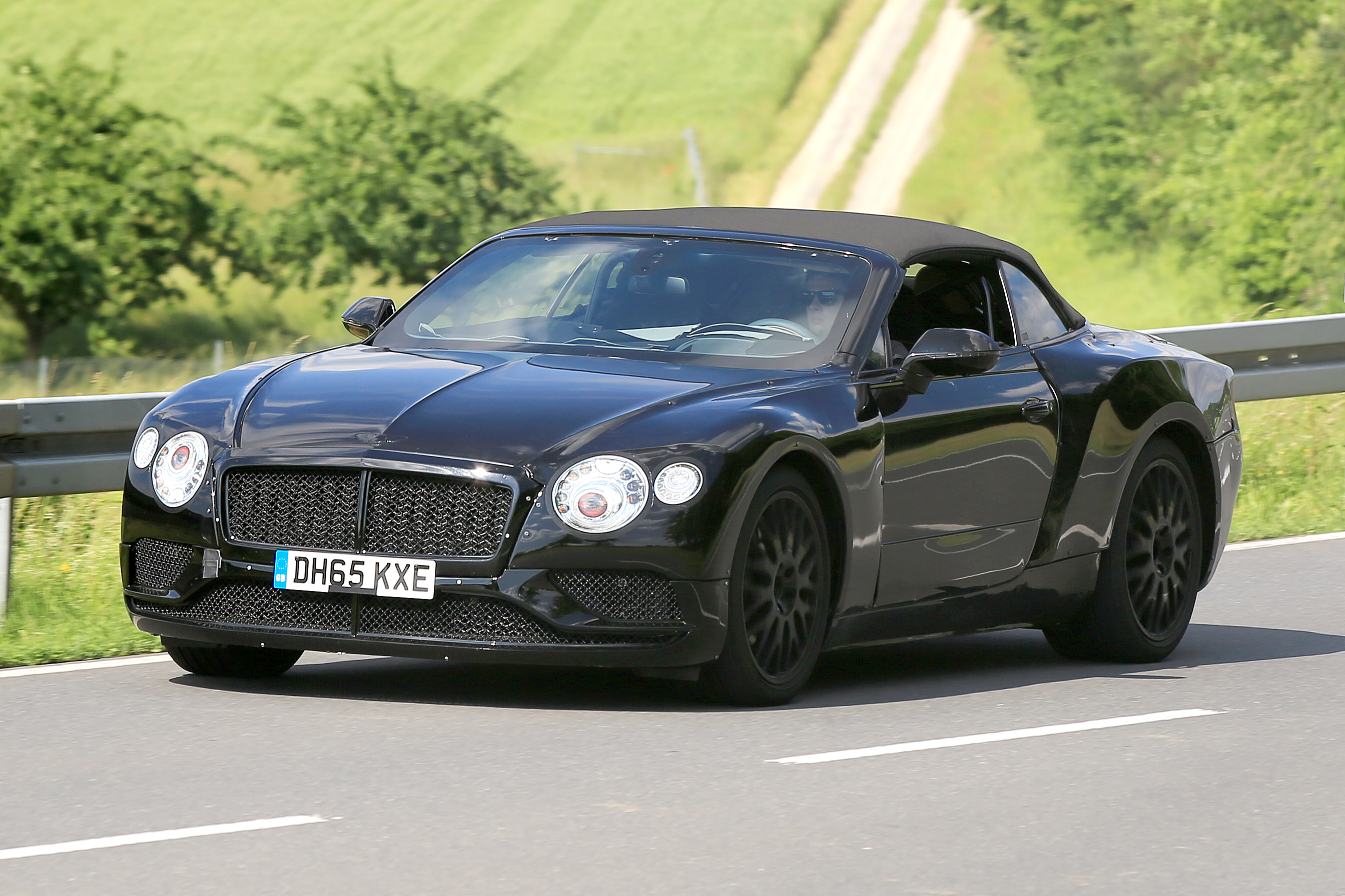 bentley continental gt convertible prime foto spia. Black Bedroom Furniture Sets. Home Design Ideas