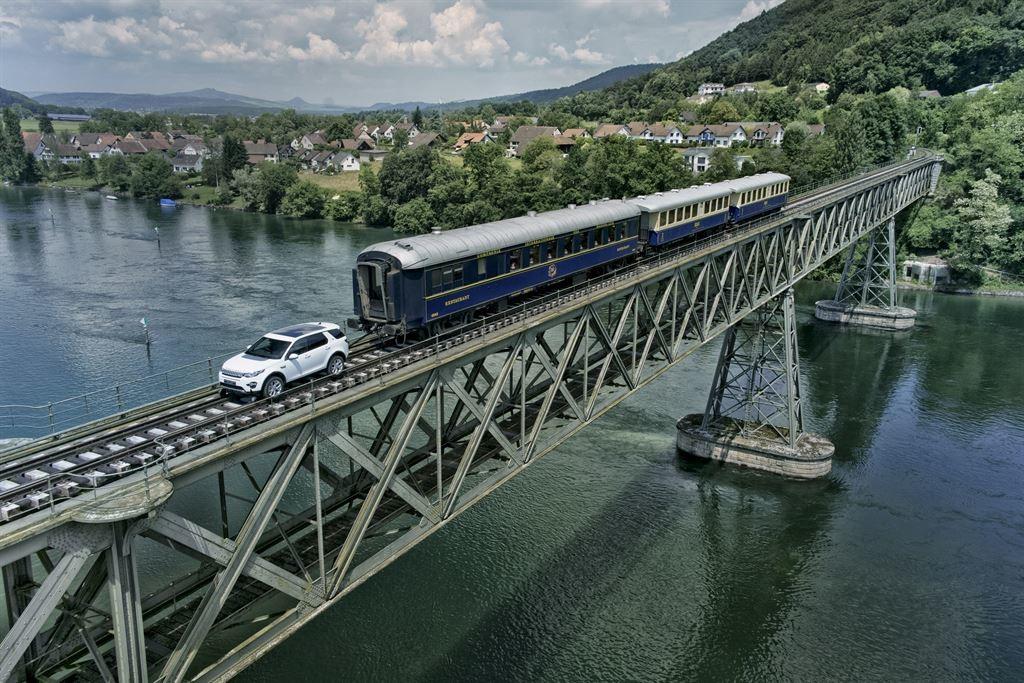 Land Rover Discovery Sport, che prova di potenza! Traina un treno di 108 tonnellate [VIDEO]