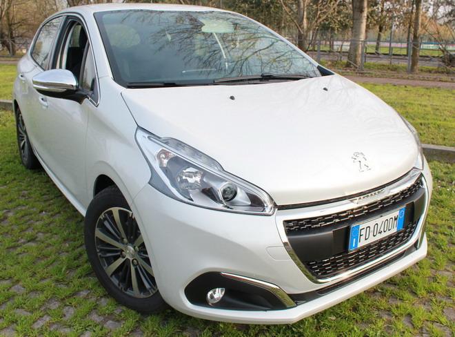Peugeot_208_exterior_&_interior_29