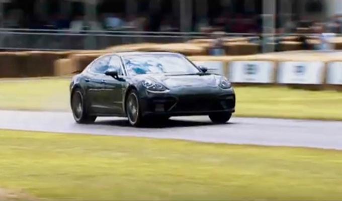 Nuova Porsche Panamera: Patrick Dempsey protagonista in un test finale a Goodwood [VIDEO]