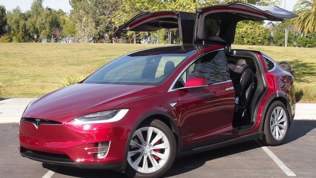 Tesla Model X: le prime consegne in Europa entro fine mese