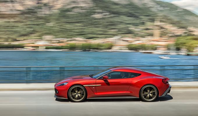Aston Martin Vanquish Zagato Coupé: il fascino italiano sposato alla potenza britannica [VIDEO]